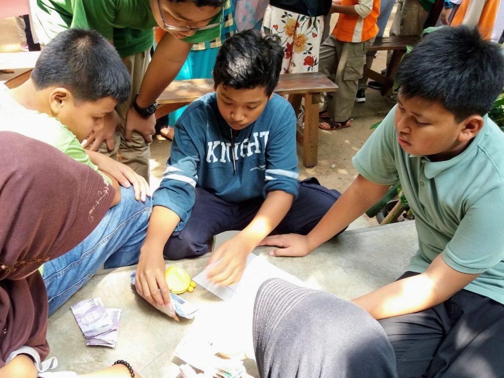 hasil penjualan di market day, Semut-Semut